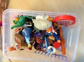 Lite av det material eleverna använde för att skapa karaktärer och miljöer.